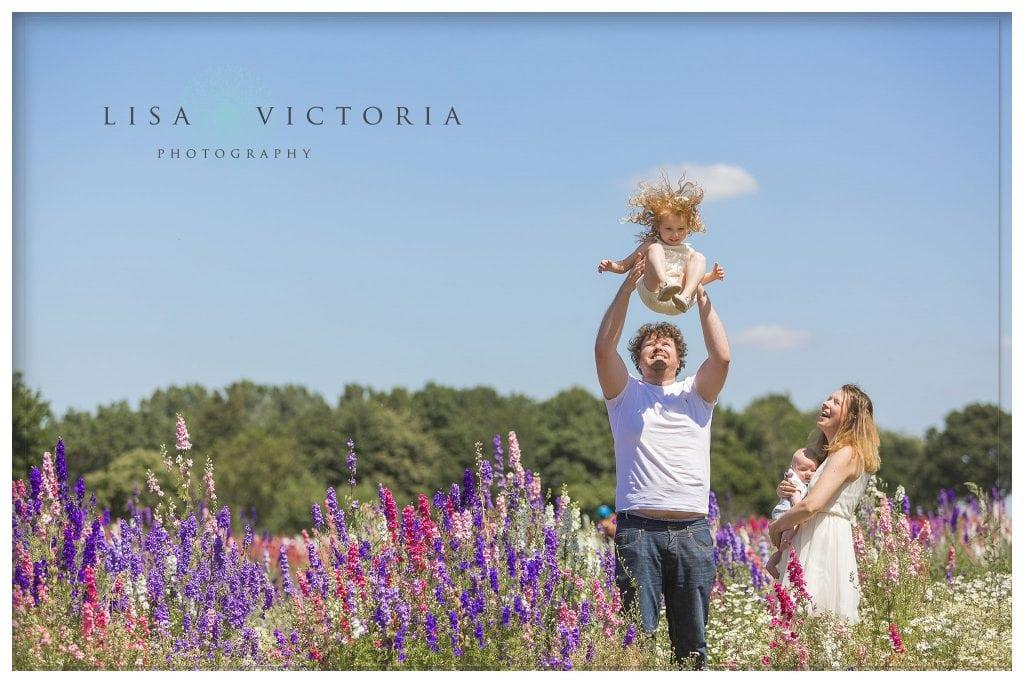 family photoshoot. confetti flower fields photographer